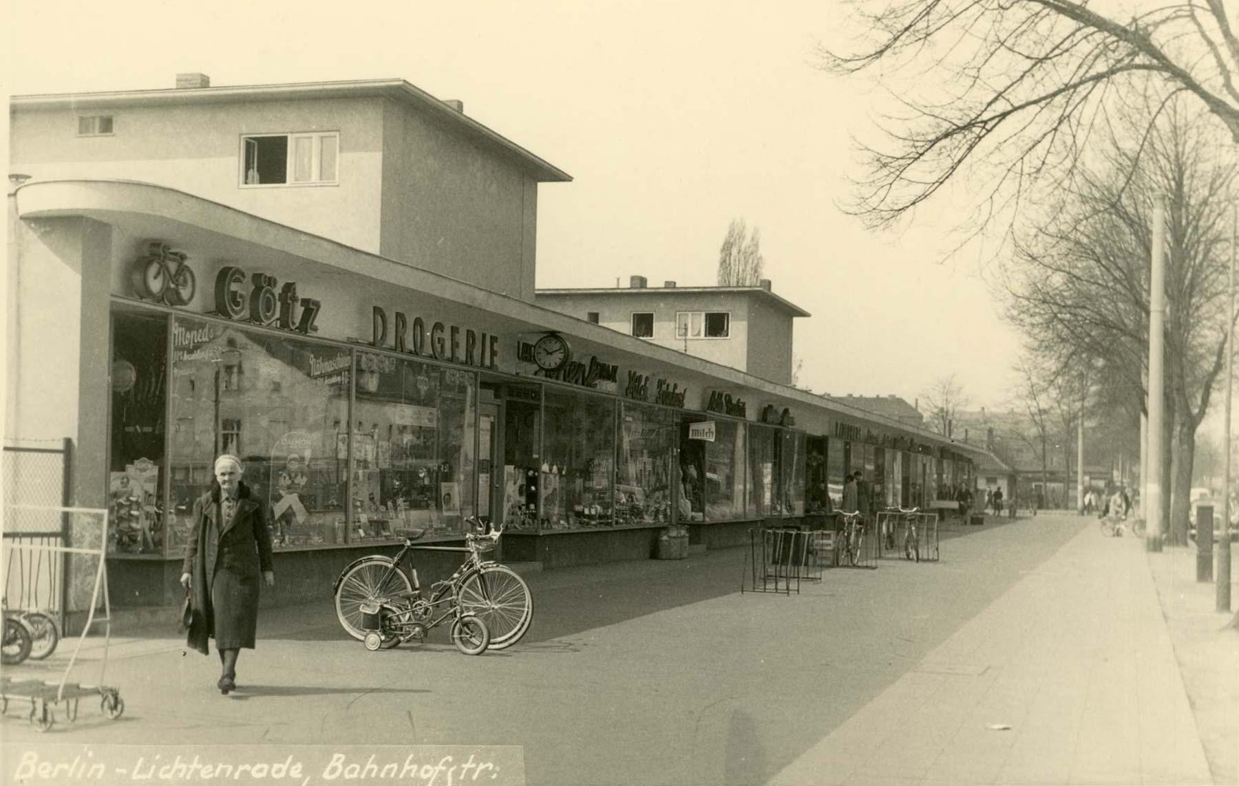 Foto Ladenzeile Bahnhofstraße